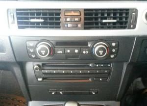 2009 BMW 320i (RHD) dash