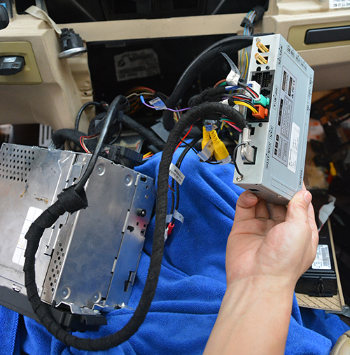 connect the gps antenna, wifi antenna at this step, gps and wifi  antenna can be put at top right corner of dashboard  and connect the loose  black wire