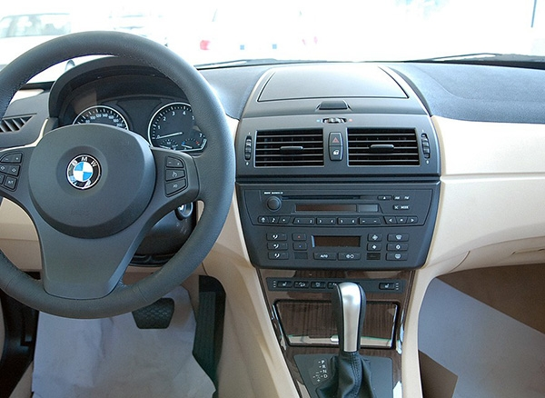BMW X3 E83 dashboard without screen